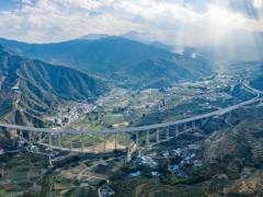 四川攀枝花至云南大理高速公路川境段建成通车